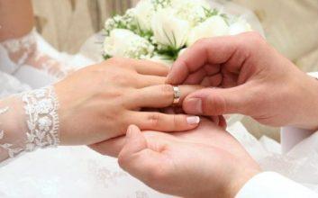 Con gái đeo nhẫn cưới tay nào là đúng