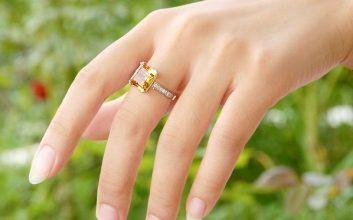 Đeo nhẫn ngón giữa tay phải có ý nghĩa gì